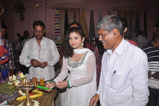 Pochampally-IKAT-Mela-Launch-by-Actress-Vishnu-Priya-Stills