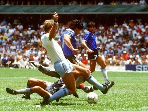 Momento da finalização de Maradona, 2° gol contra Inglaterra copa do mundo 1986