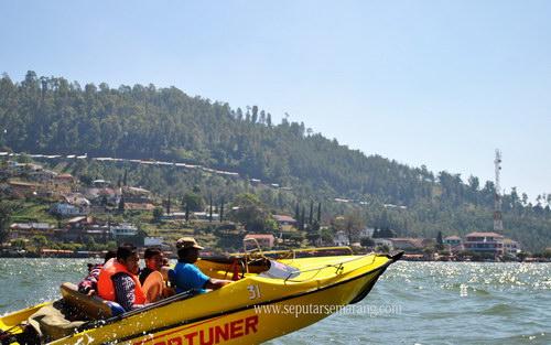 Gambar Serunya Naik Speed Boat