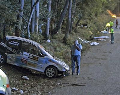 В Испании во время авторалли в Галисии автомобиль вылетел с трассы и врезался в толпу зрителей.