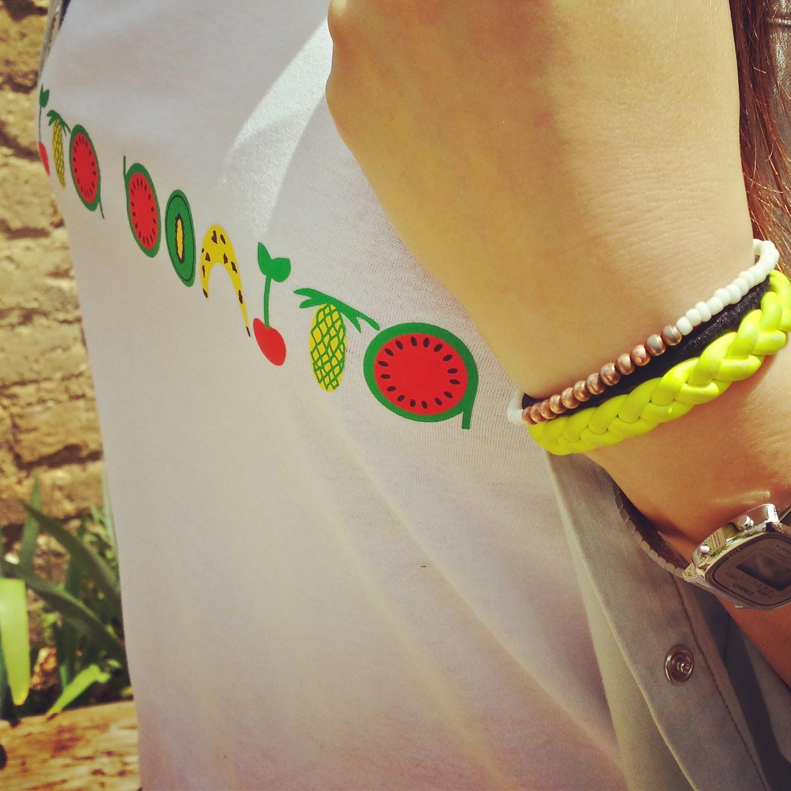 Ya tengo mi tendencia primavera verano con print de frutas o tropical, mi camiseta de carita bonita con letras de frutas.