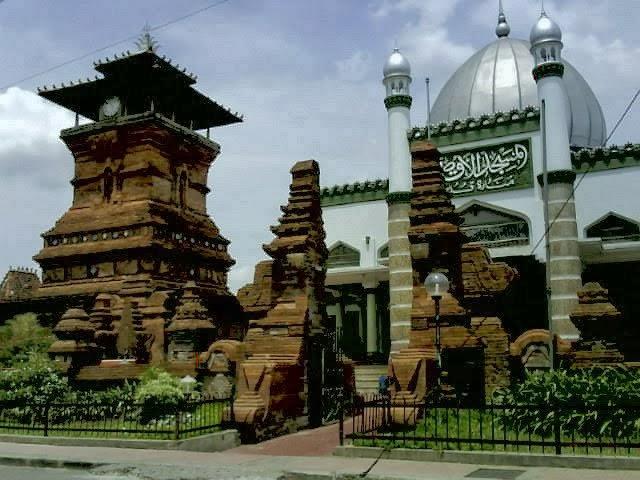 Arsitektur Islam di Tanah Jawa (Sumber:sejarah.kompasiana.com/2011/08/08/masjid-menara-kudus-bukti-indahnya-toleransi-islam-386462