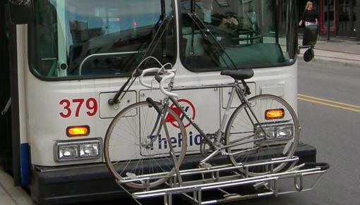 Vélo embarqué sur un bus à Vancouver.