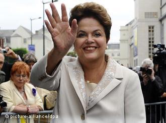 Brasil: Dilma impôs estilo e saiu da sombra de Lula em primeiro ano de mandato