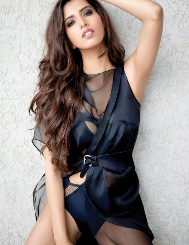 Manasvi Mamgai Sizzling Hot FHM Magazine December 2014 Photos