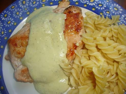 Pechugas de pollo con Salsa Poblana