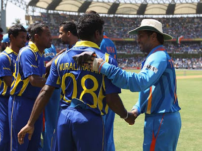 Schin shake hand with Sri lankan Team Players