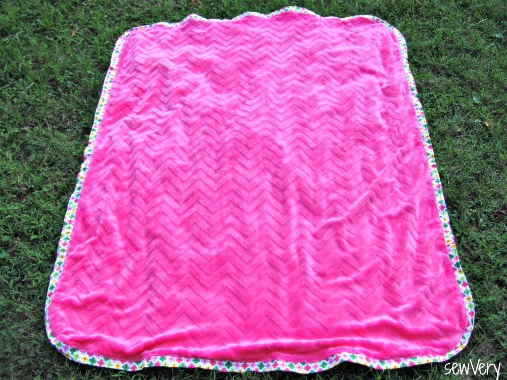 cuddle floor pillow matching blanket tutorial by sewvery
