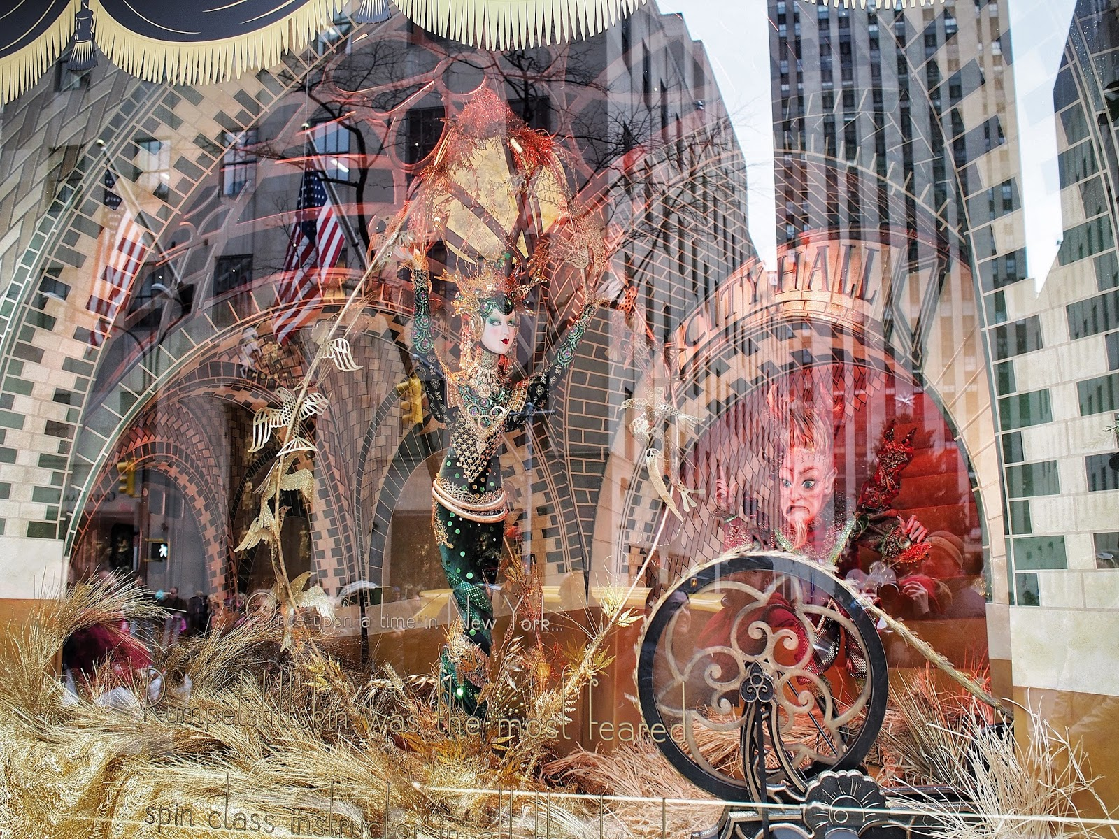 Spinning Gold #spinninggold #anenchantedexperience #saksholiday #saks #nyc ©2014 Nancy Lundebjerg