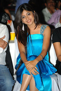 Poonam Kaur Cute Smile at CCL Dress Launch Fashion Event