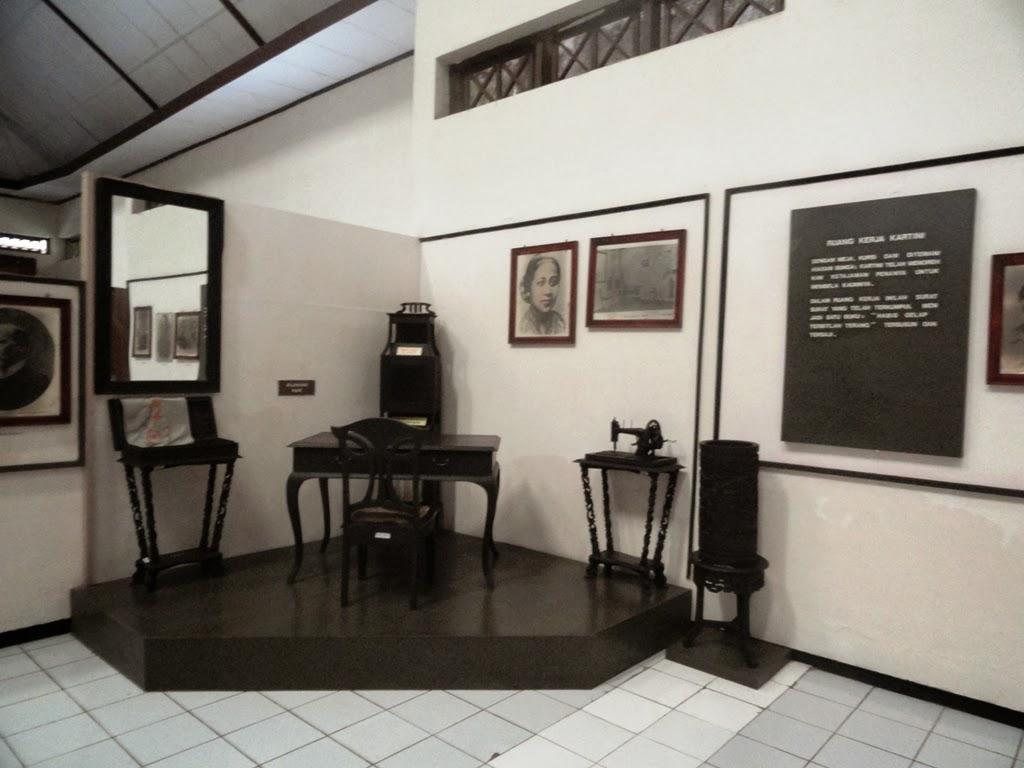 Salah satu meja disudut dalam museum RA. Kartini