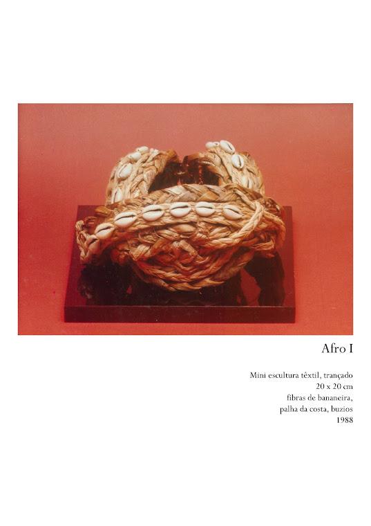 MARCOLINI, Delba. Arte da Fibra: Mni  Escultura Têxtil, década de 1980. Foto: Emídio Luisi.