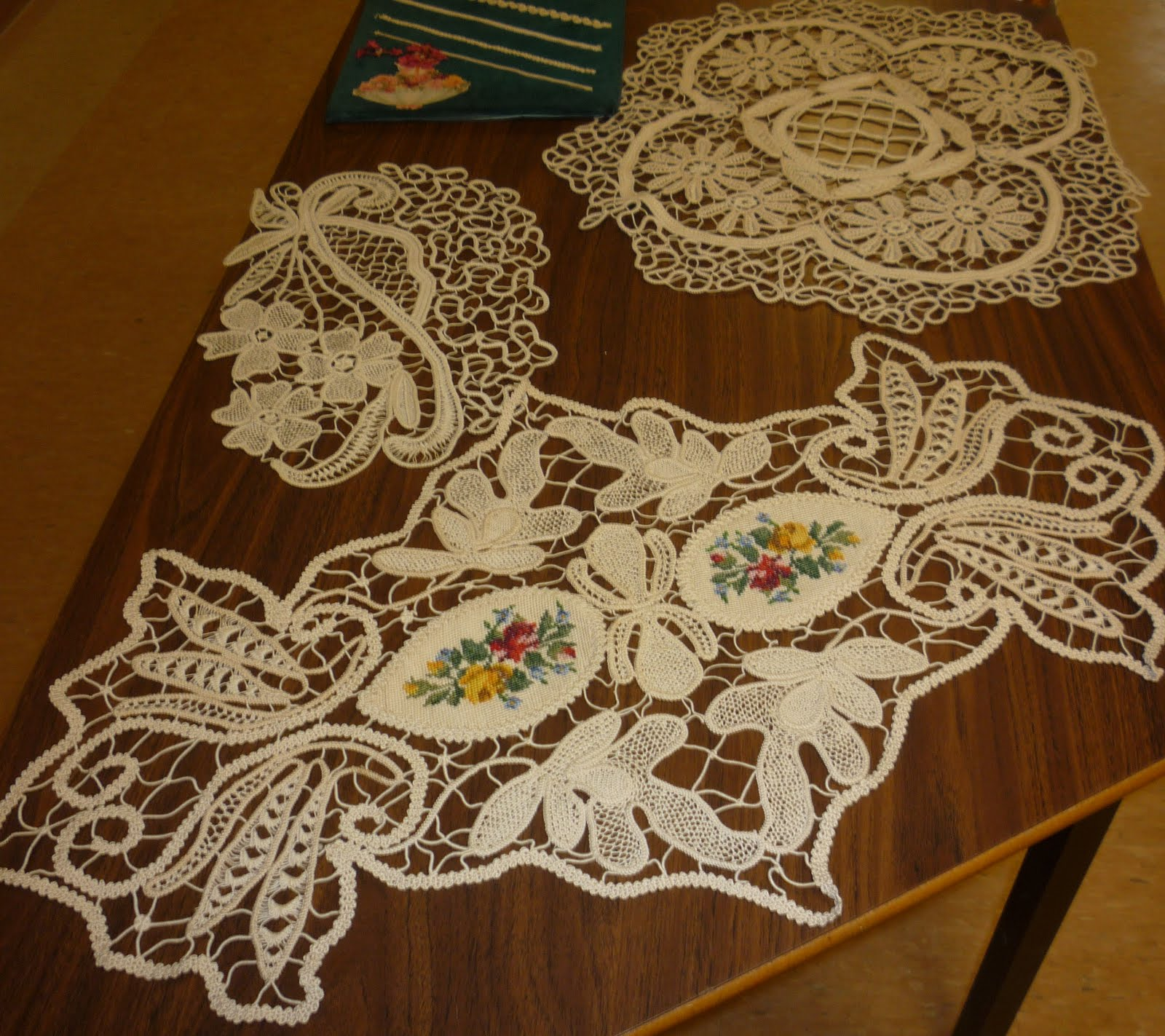 Romanian Point Lace Books http://kerrykatiecakes2.blogspot.com/2011/05/romanian-point-lace-class-with-sylvia.html