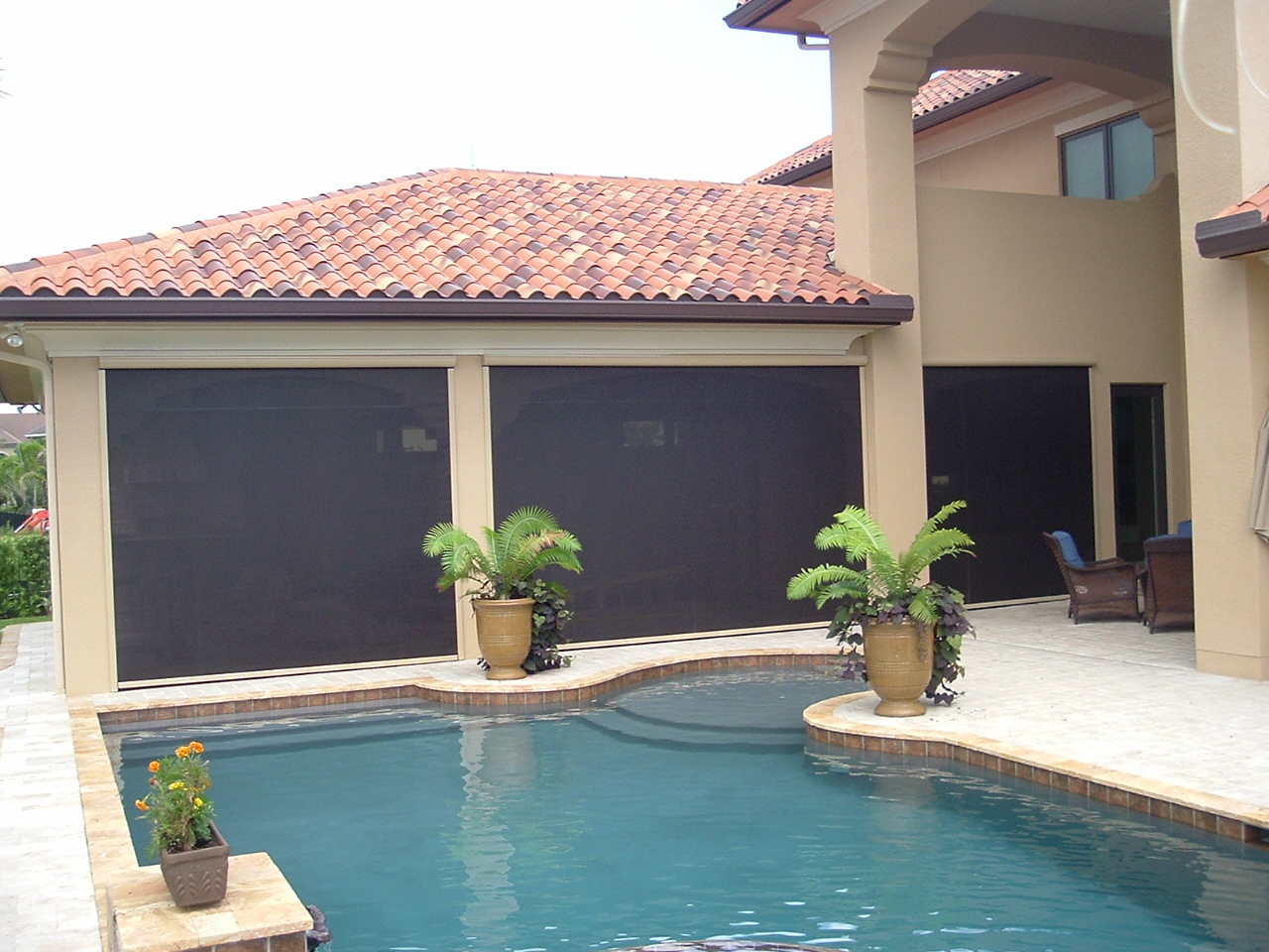 Patio shade solutions for Motorized outdoor patio shades