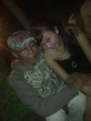 foto+cowok+jelek+dan+cewek+cantik+10 Foto HOT Skandal ABG Dengan Om Om