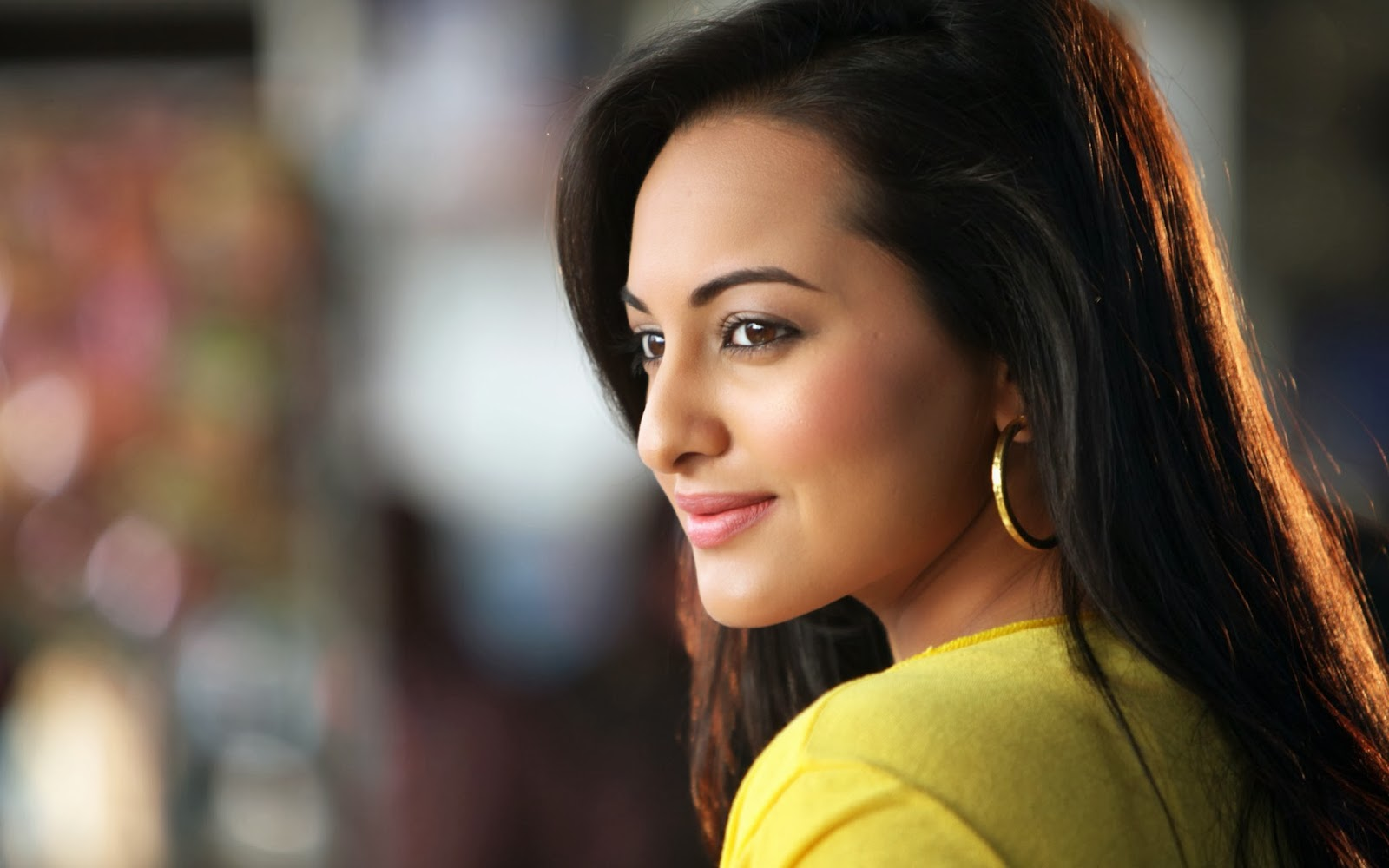 Beautiful Sonakshi Sinha HD Wallpapers