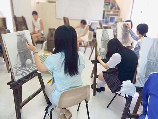 横浜美術学院の中学生教室 美術クラブ のびのび描こう!鉛筆で描く「静物デッサン」7