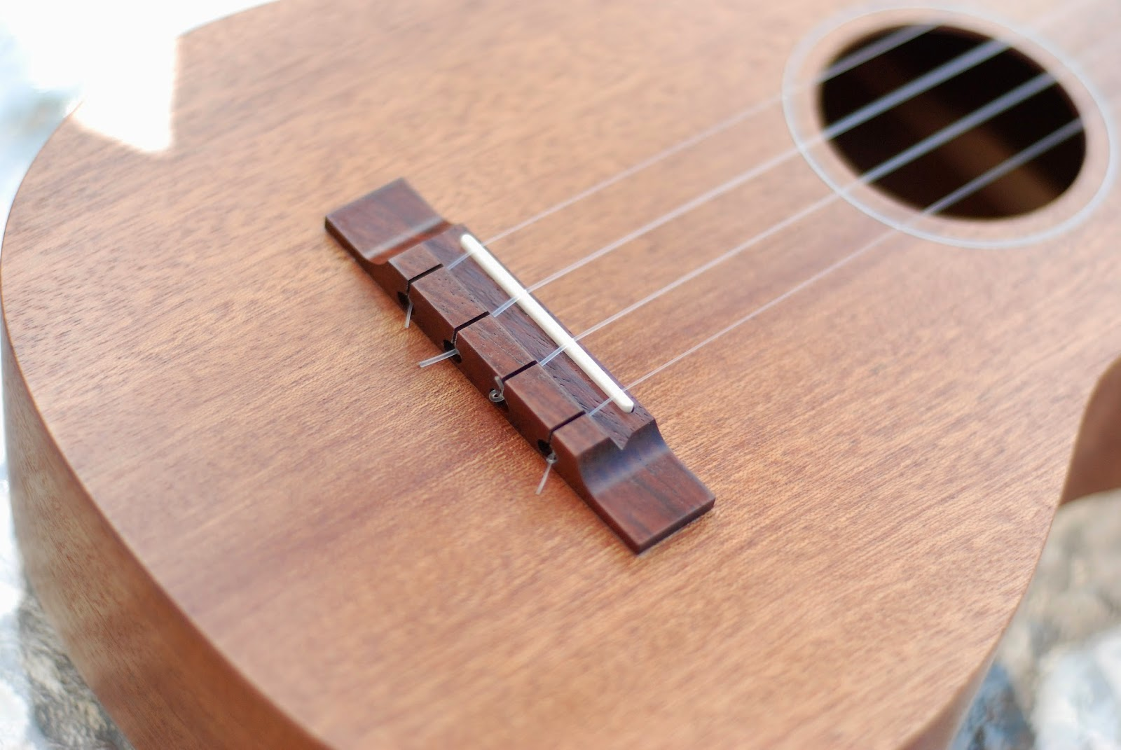 Brüko No9 Tenor Ukulele bridge