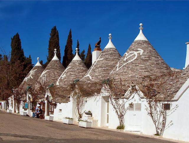 790px-Trulli_Alberobello11_apr06 (FILEminimizer)