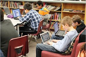 En la actualidad, los niños cada vez están más puestos en las nuevas tecnologías