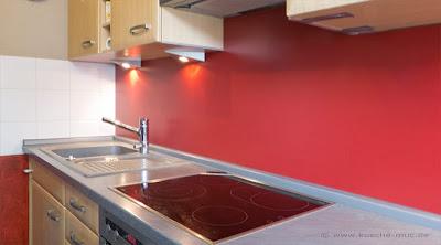 Küchenspiegel, Nischenrückwand in rot - Küchenenrückwand - Küchen Rückwände gestalten - Rückwand für Küchen neu gestalten