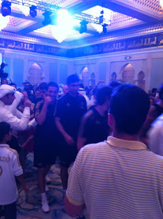 اكثر من 40 صورة و 5 مقاطع لتغطية وصول فريق ريال مدريد الى الكويت 15-5-2012