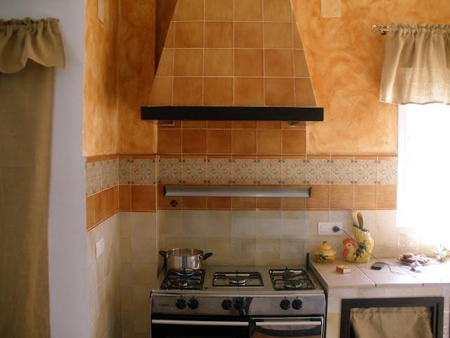Construcciones rudi cocina rustica de casa de campo - Azulejo para cocina rustica ...