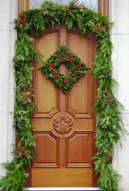 The domestic curator outdoor christmas decorating tips - Admirable christmas wreath decorating ideas to welcome the december ...
