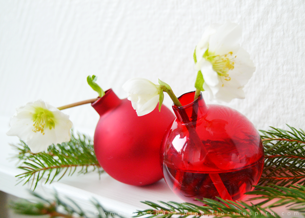 budvases, christmas baubls, diy, christmas baubles, bud vases from christmas baubles