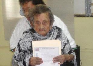 nenek lulus SD usia 100 tahun