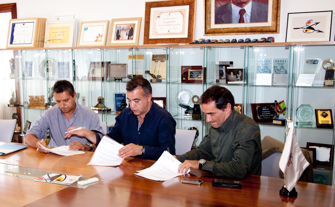 Fotosportcanarias cicar recibe firma convenio con for Convenio oficinas y despachos tenerife