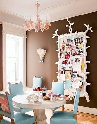 Tu organizas painel de recados for Quirky dining room ideas