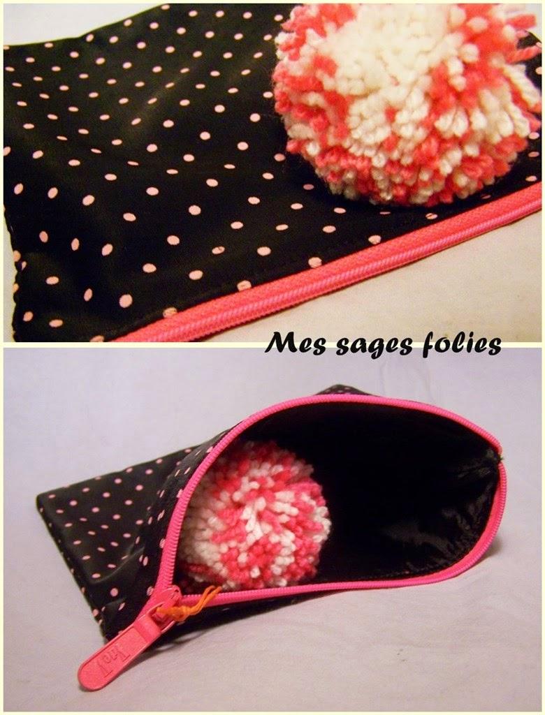 trousse noire et rose à pompon/ black and pink pouch with pompom