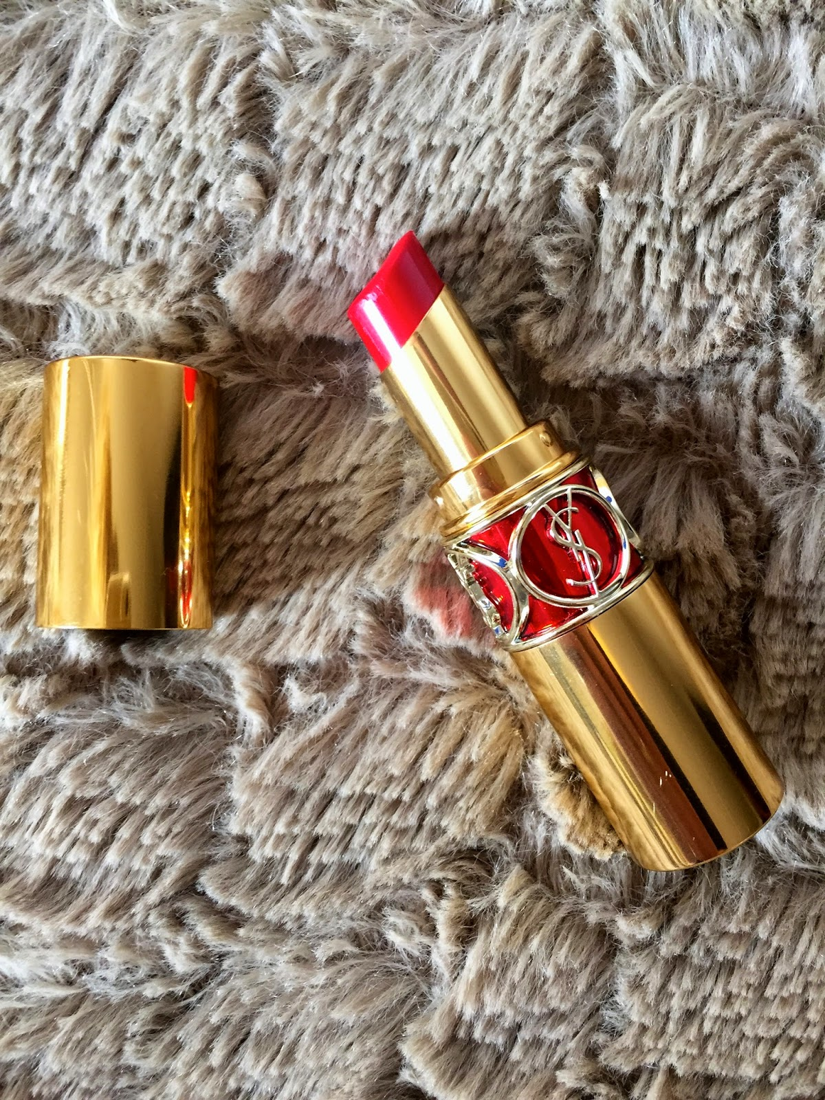 lipstick, lipstick review, ysl, ysl lipstick, ysl lipstick review, yves saint laurent rouge volupte shine, rouge in danger,