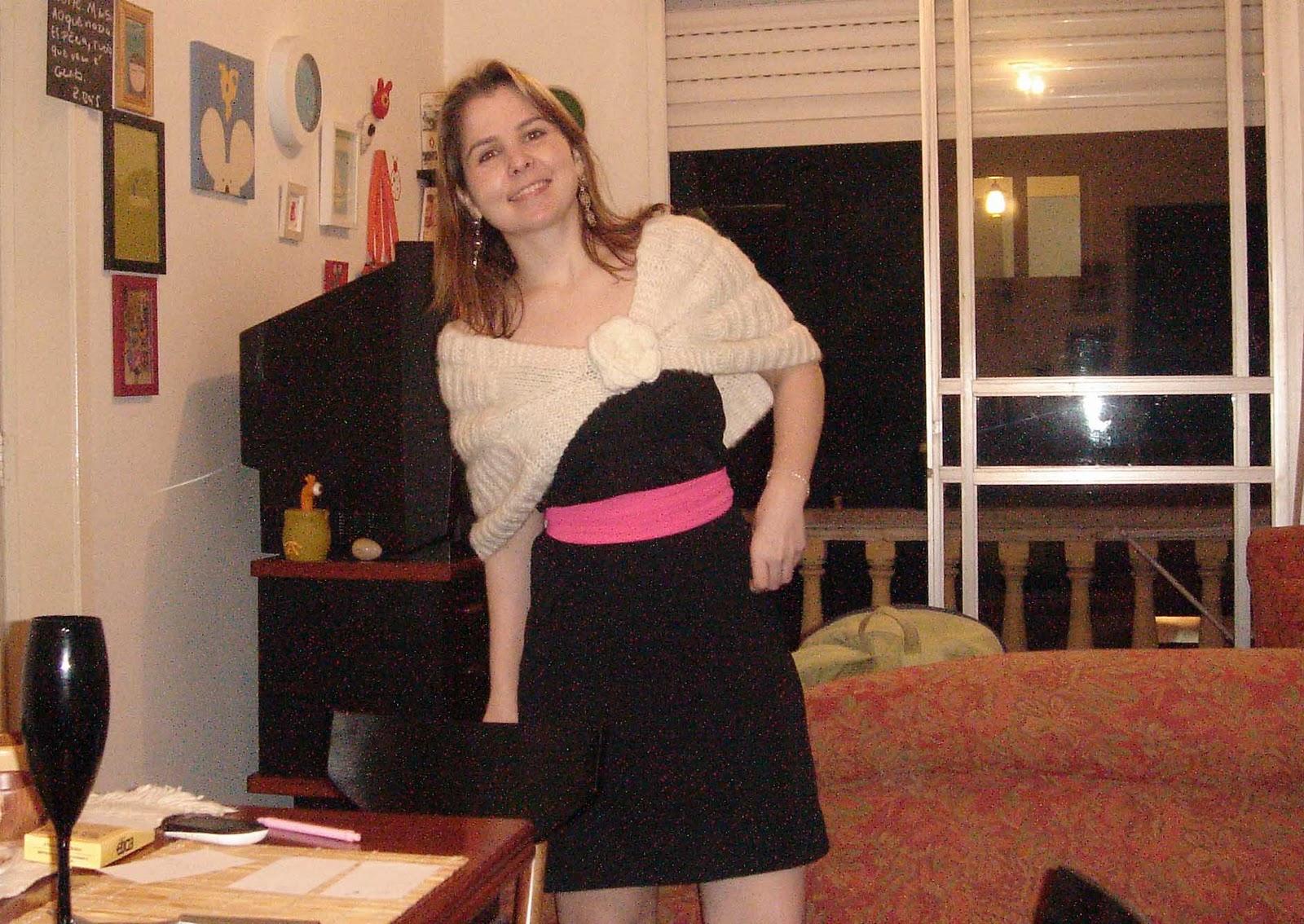 Vestido tubinho preto com faixa rosa