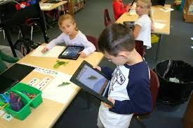 1st graders using ipads in class
