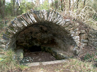 La volta de pedra seca que acull la Font del Vilar