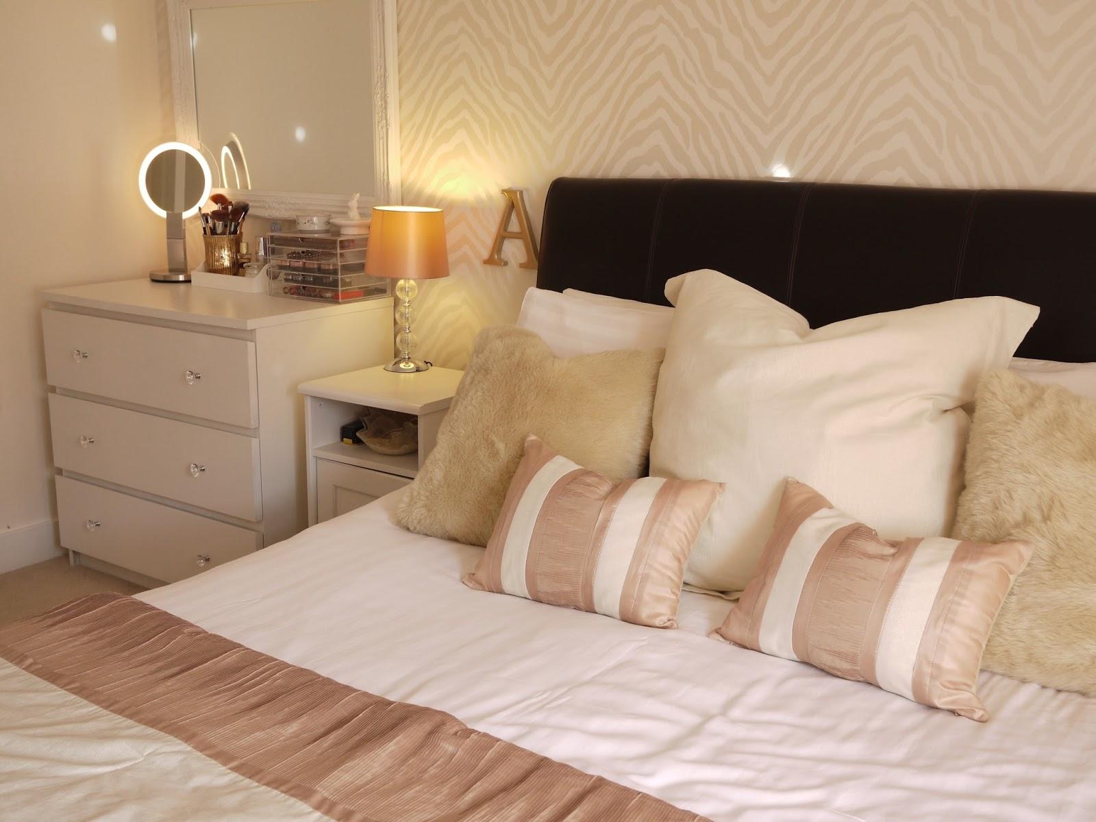 Laura Ashley Wallpaper Bedroom Bedroom Decor Reveal Bella Coco By Sarah Jayne