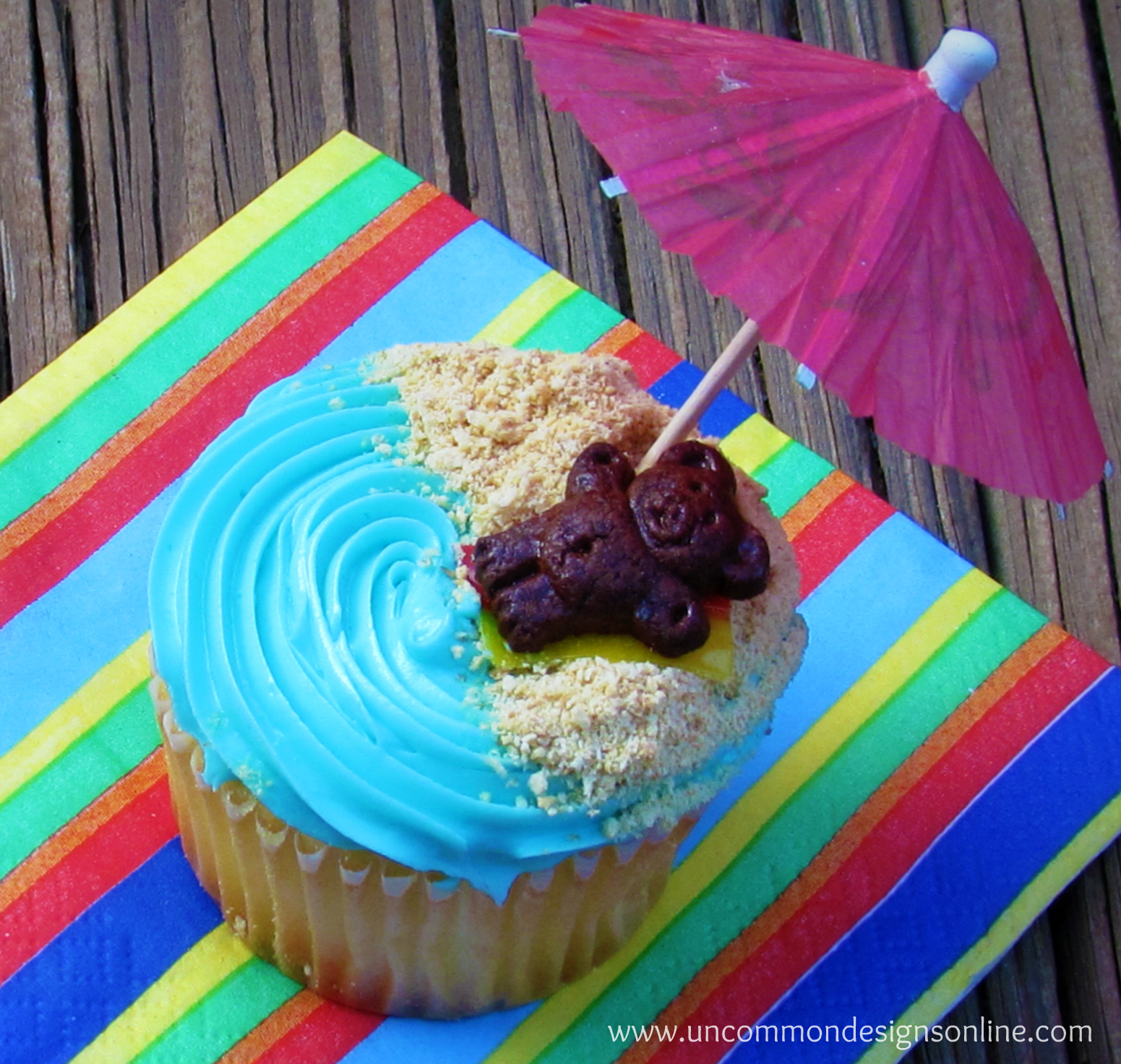 picture of cupcake with paper parasol