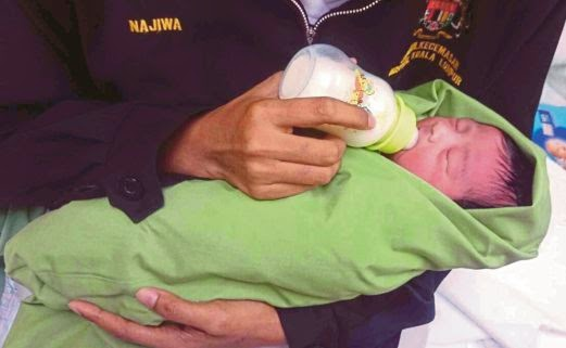 Bayi Berbungkus Lampin Ditinggalkan Depan Pintu Rumah