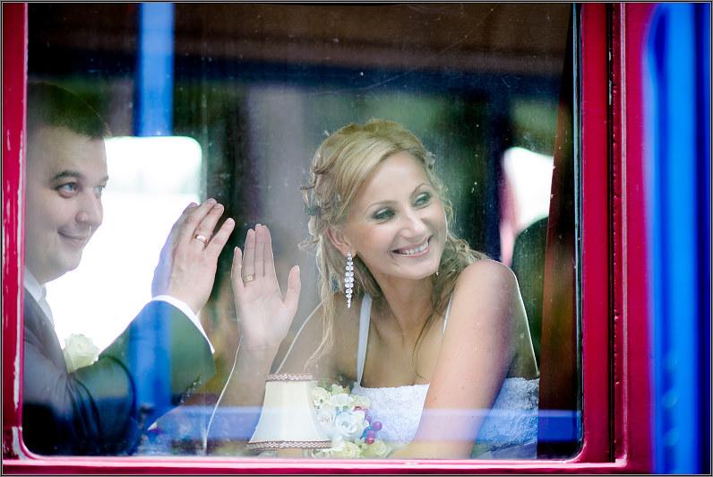 vintažinė retro vestuvių fotosesija anykščiuose prie traukinių