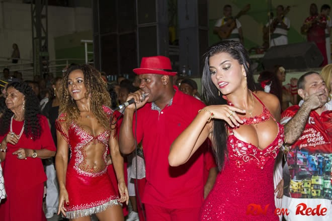 Rainha Da Bateria Bianca Leão e a Musa Fernanda Guimarães em noite de homenagem a Unidos do Porto da Pedra