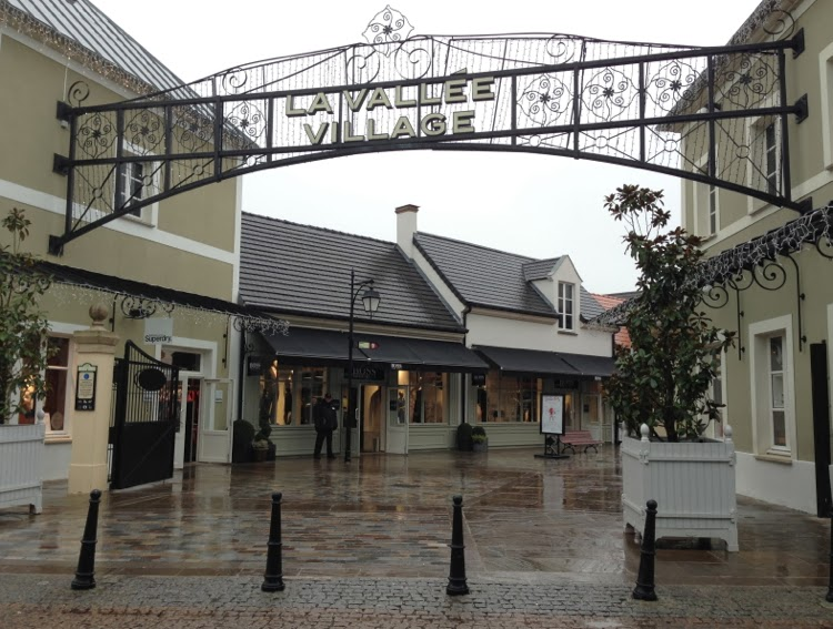 la vallee village outlet