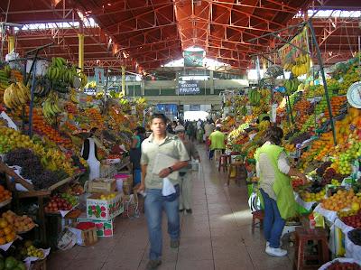 Mercado de San Camilo, Arequipa, Perú, La vuelta al mundo de Asun y Ricardo, round the world, mundoporlibre.com