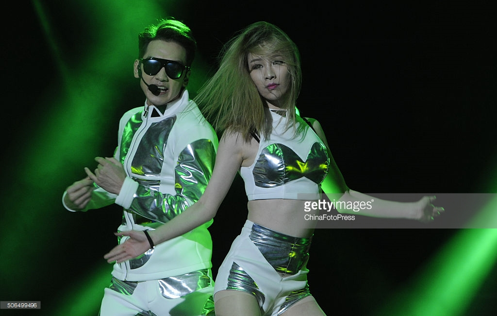 http://4.bp.blogspot.com/-Xvr1OHR2FY4/VqXRVbB2ZlI/AAAAAAABQxE/e02nnhhdNso/s1600/south-korean-singer-rain-performs-onstage-during-his-concert-the-picture-id506499496.jpg