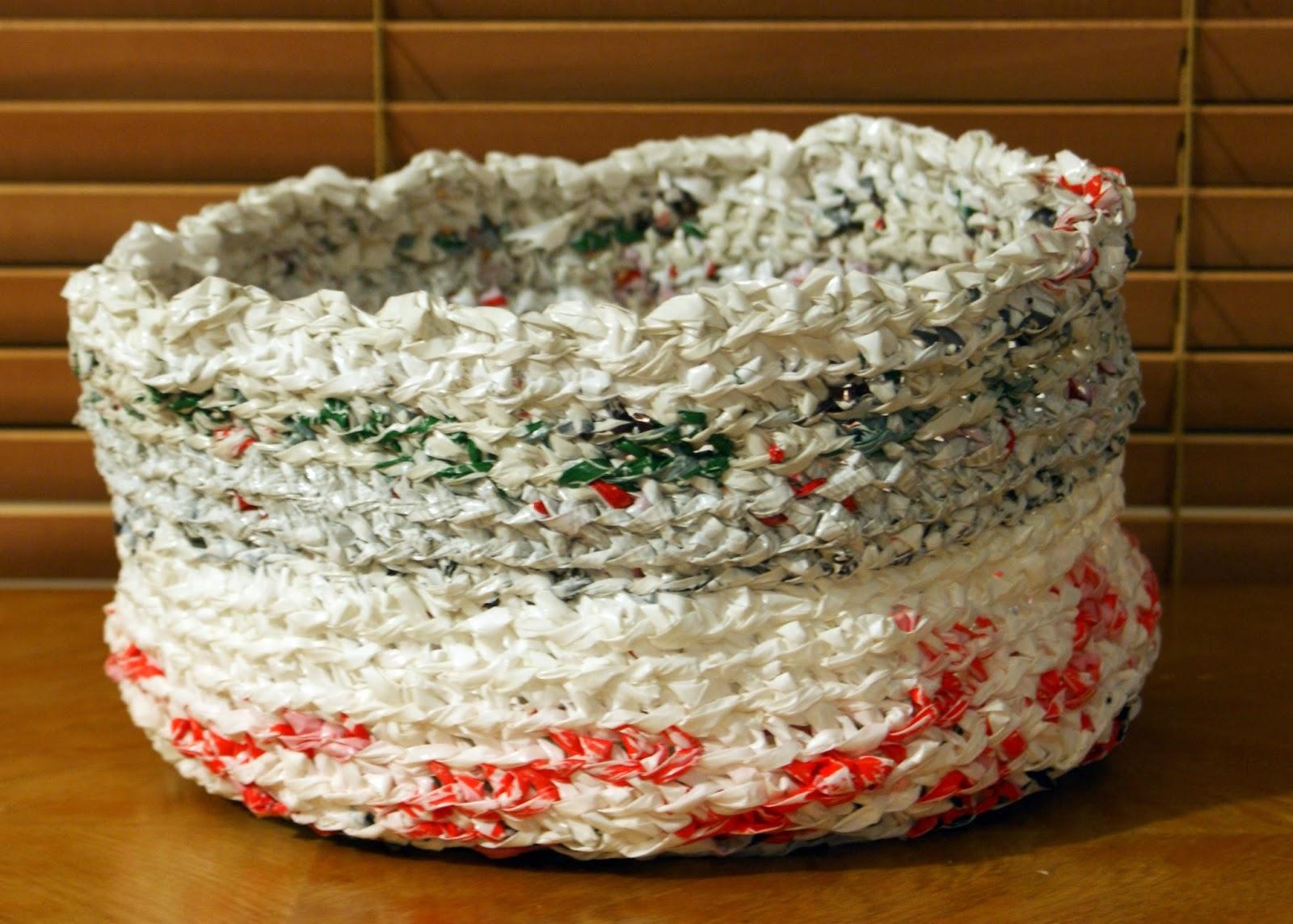 365 kreativa idéer: virkad korg av återvunna plastpåsar