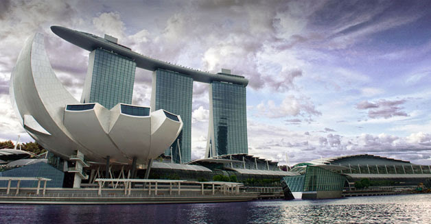 Located Along Marina Bay Waterfront With 3 Cascading Hotel Towers 2560 Rooms Extraordinary Sands Sky Park Floating Crystal Pavilions
