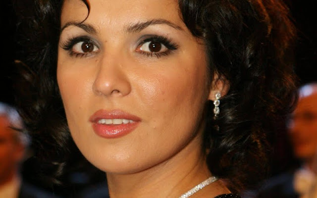 Anna Netrebko Biography and Photos