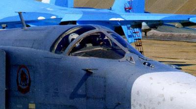 Кабина и носовая часть фюзеляжа бомбардировщика Су 24М