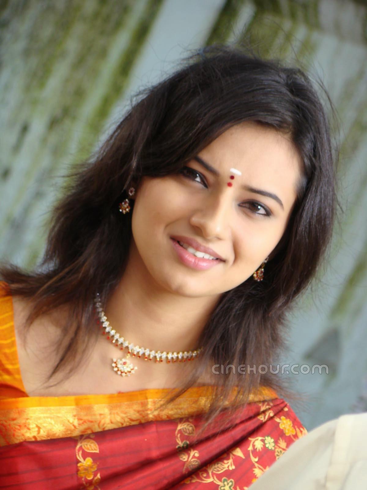 Isha Chawla Indian Actress New HD Wallpapers